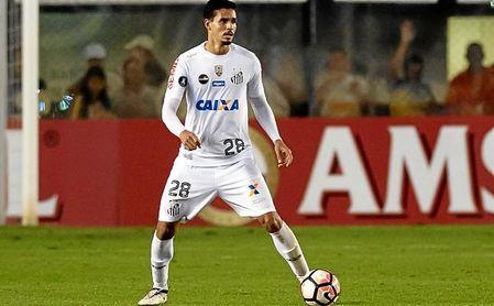 Nadie ha jugado más en el Santos en 2017 que Veríssimo, pese a contar 22 años.
