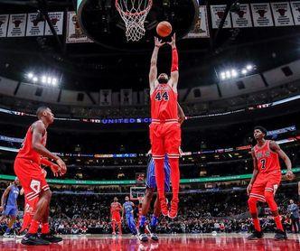 Los jóvenes Lakers cortan la racha triunfal de Rockets; Warriors, imparables