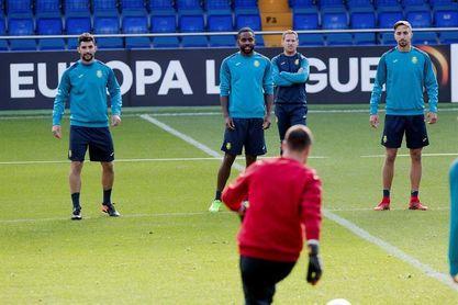Los jugadores del Villarreal practican cómo afrontar una urgencia médica