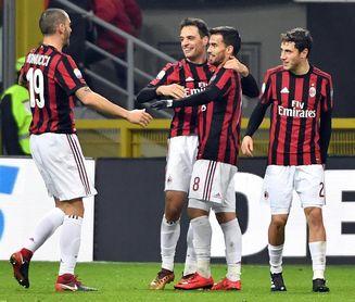 Milan e Inter cierran un 2017 hecho de sueños de gloria y viejos problemas