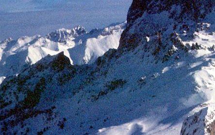 Rescatados indemnes 4 esquiadores afectados por un alud en los Pirineos franceses