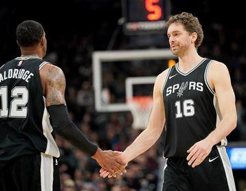 93-79. Bullock y Kennard sorprenden a los Spurs