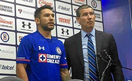 Montoya ha sido presentado con Cruz Azul.