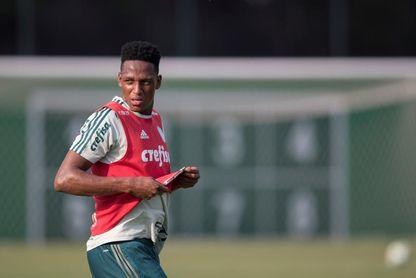 El colombiano Mina sigue sin entrenar con Palmeiras y espera la decisión del Barça