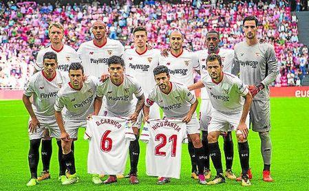 Once inicial del Sevilla en su visita a San Mamés, el pasado 14 de octubre de 2017, en la que posa con las camisetas de Carriço y Pareja.