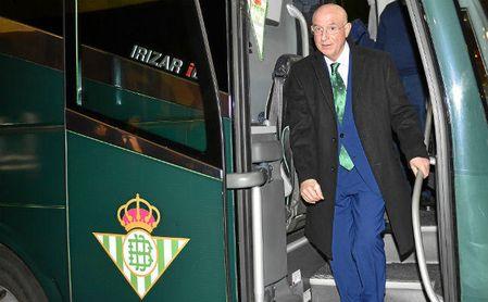 Serra Ferrer, a su llegada al Sánchez-Pizjuán antes de jugarse el derbi.