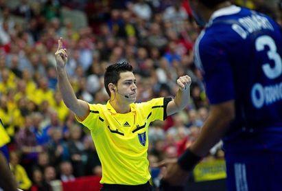 Los españoles Raluy y Sabroso arbitrarán el partido estrella de la primera jornada