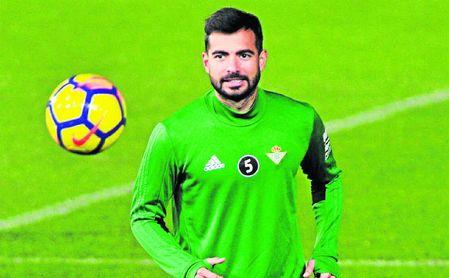 Jordi Amat trata de dejar atrás sus molestias y ser de la partida ante el Leganés.