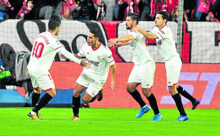El Sevilla celebra un gol de Ben Yedder.