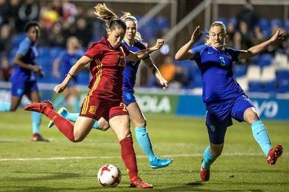 2-0. España gana a las campeonas de Europa con goles de Putellas y Gili