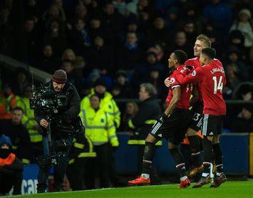 Martial mete al Manchester United en la pelea (0-1)