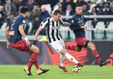El Juventus impone su ley ante el Génova y mantiene el pulso con el Nápoles