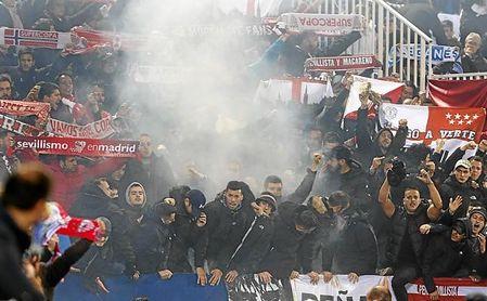 Imagen de los aficionados del Sevilla en Butarque.