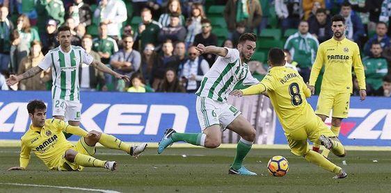 2-1. El Betis mira a Europa y frena a Villarreal que jugó con diez una hora