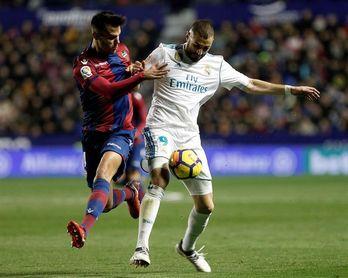El Real Madrid y el Levante empatan 1-1 al descanso