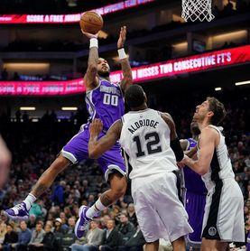 81-129. Aldridge logra un doble-doble y Spurs humillan a Suns