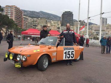 Fernández Cosín gana el Rally de Montecarlo para coches antiguos con el dorsal 155.