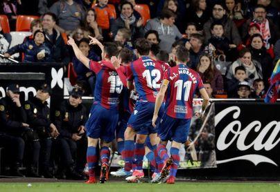 Postigo: El Valencia es un gran equipo no hace falta que el árbitro le ayude