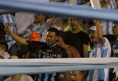 Racing sumó un nuevo triunfo ante Olimpo con un tanto de Ricardo Centurión
