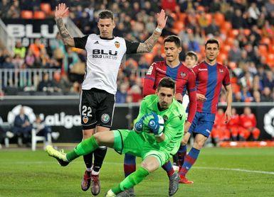 3-1. El Valencia se lleva el derbi en un intenso y polémico duelo