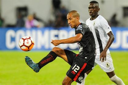 0-2. Colón aprovecha las carencias defensivas del Zamora y encamina la serie