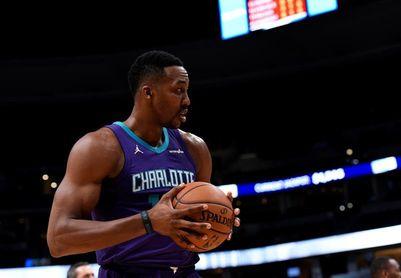 102-104. Howard registra doble-doble de 22 puntos en el triunfo de los Hornets