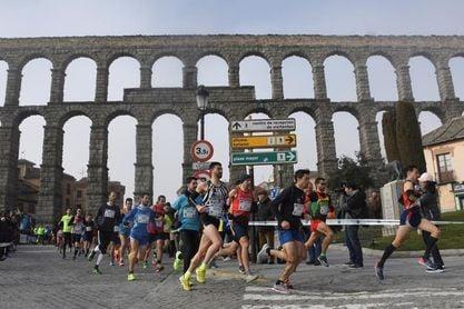 Más de 1.200 atletas participan en la séptima Carrera Monumental de Segovia