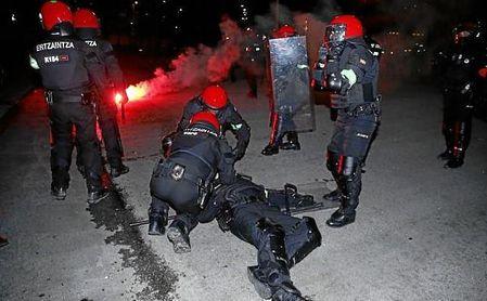 Un ertzaina muere durante los enfrentamientos entre ultras del Athletic y del Spartak