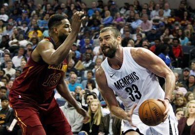 89-112. James logra triple-doble en victoria de Cavaliers; Marc, 14 puntos