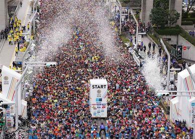 El keniano Chumba y la etíope Dibaba vencen en la maratón de Tokio