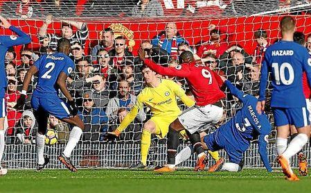 Lukaku hizo el gol del empate para el Manchester United.
