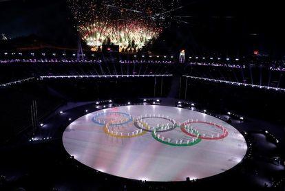 PyeongChang clausura los Juegos de la Paz entre drones y K-pop
