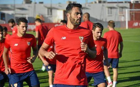 Vicente Iborra entrenándose con el Sevilla FC