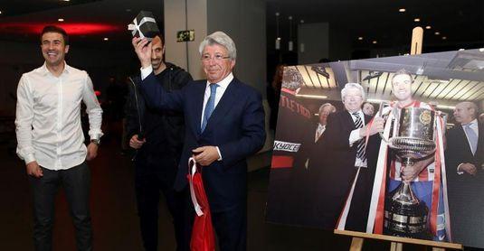 Enrique Cerezo celebró en el Metropolitano sus 30 años de rojiblanco