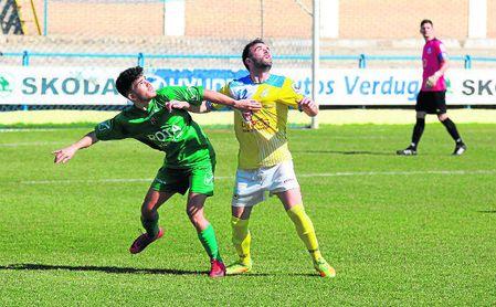 El defensa ribereño Luis Sánchez, en un lance del encuentro disputado ante el Rota (2-2).