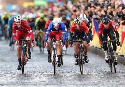 El francés Demare gana la primera etapa al sprint por delante de Izaguirre