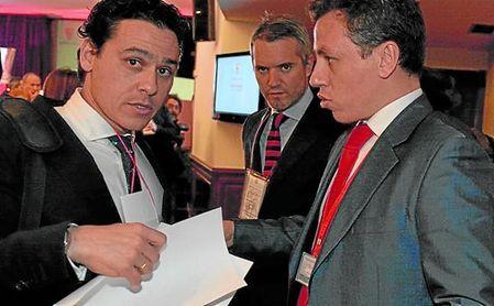 Miguel Ángel del Nido Carrasco, a la derecha de la imagen.
