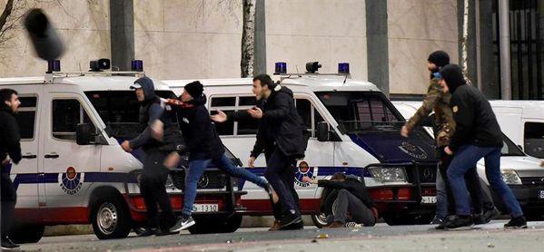 El dispositivo policial Atlético-Lokomotiv recordará al ertzaina muerto en Bilbao
