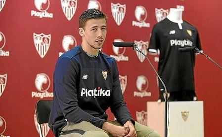 """Lenglet: """"Mi representante habla con el Sevilla"""""""