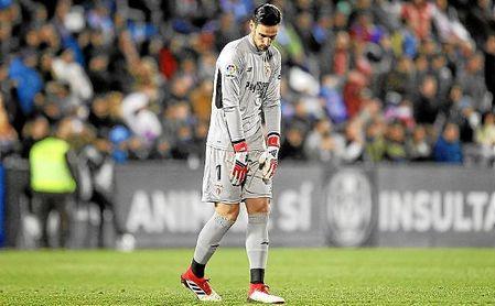 Sergio Rico, tras encajar el gol en Copa ante el Leganés en Butarque.