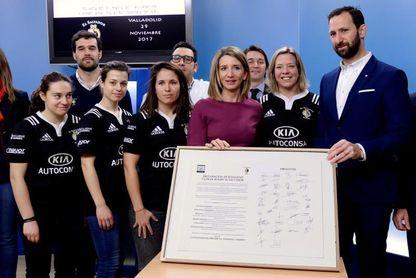 La selección española de rugby XV visitó CSD con el trofeo de Copa del Mundo