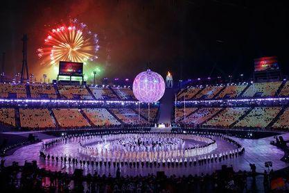 La llama paralímpica brilla en el cielo de PyeongChang