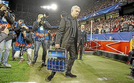 Mourinho, en el partido de ida de octavos de final de la Champions.