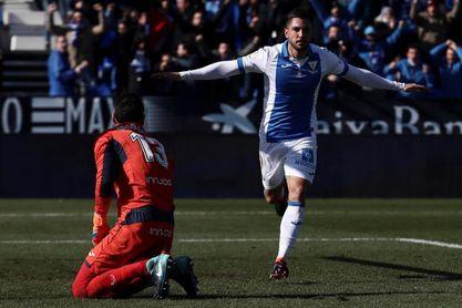 Guerrero y Gabriel tocan balón tras la derrota del Leganés en Bilbao