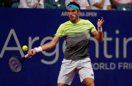 Leonardo Mayer arrolla a Taro Daniel, verdugo de Djokovic