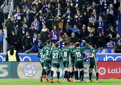 La LFP denuncia insultos al Real Betis y a Antonio Adán en Mendizorroza