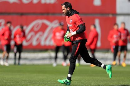 Claudio Bravo critica a la federación chilena por su ausencia de la selección