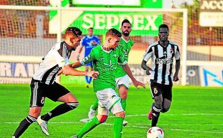 Lance del Villanovense-Balompédica Linense saldado con un empate a uno; los serones sólo han cosechado dos derrotas como anfitrión.