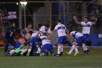 La Universidad Católica, con 6 triunfos seguidos y 18 puntos, lidera el torneo de fútbol en Chile