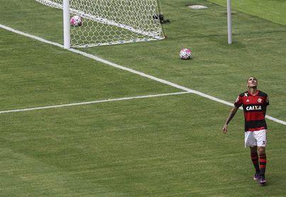 El peruano Guerrero se reincorpora este martes a los entrenamientos del Flamengo